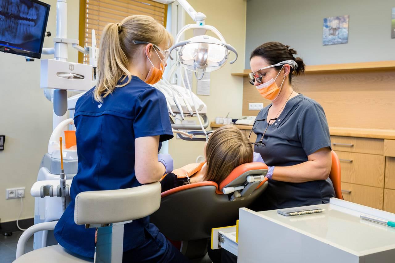 AN9A4366 Easy Resize.com Zapalenie miazgi zęba – ważne fakty Katarzyna Gliwa Stomatologia